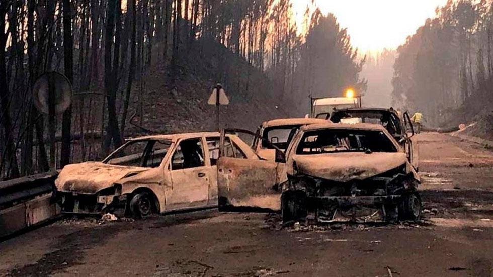 Mi coche, en llamas por un incendio: ¿lo cubre el seguro?