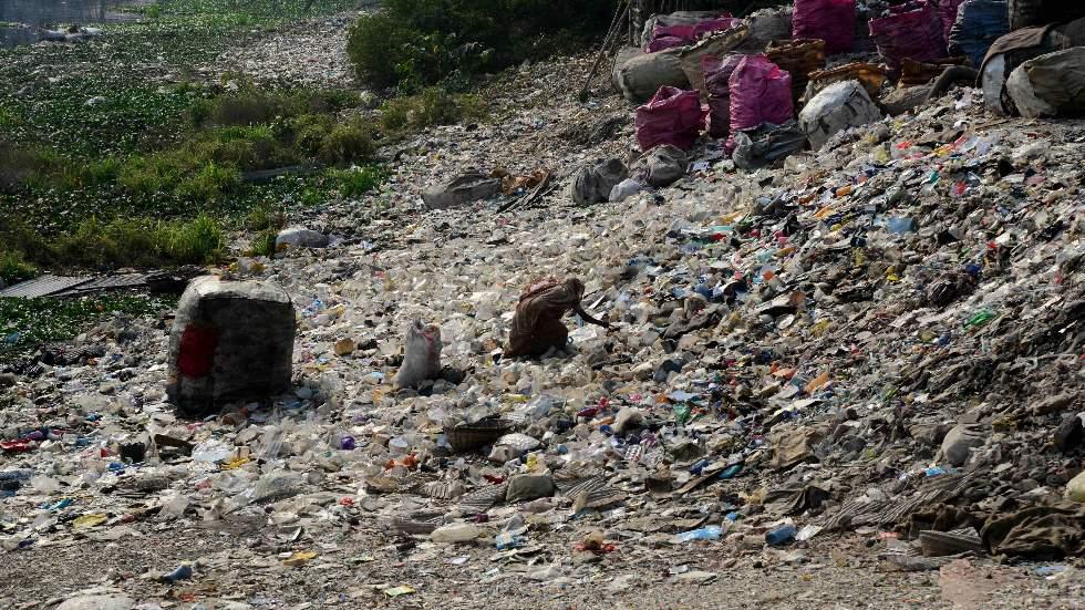Así serán las carreteras del futuro, según la DGT: ¿de plástico?