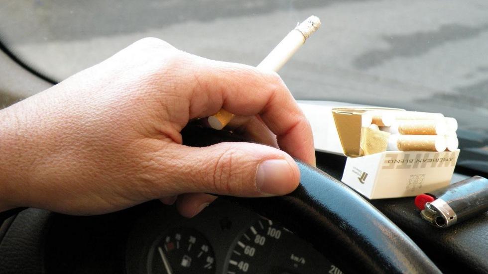 ¿Perseguirá la Guardia Civil a fumadores en los coches? La DGT anuncia su política