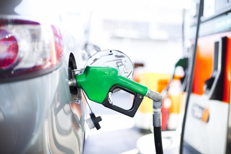 Los coches de gasolina, por encima de los diésel ya en facturación: primera vez en 15 años