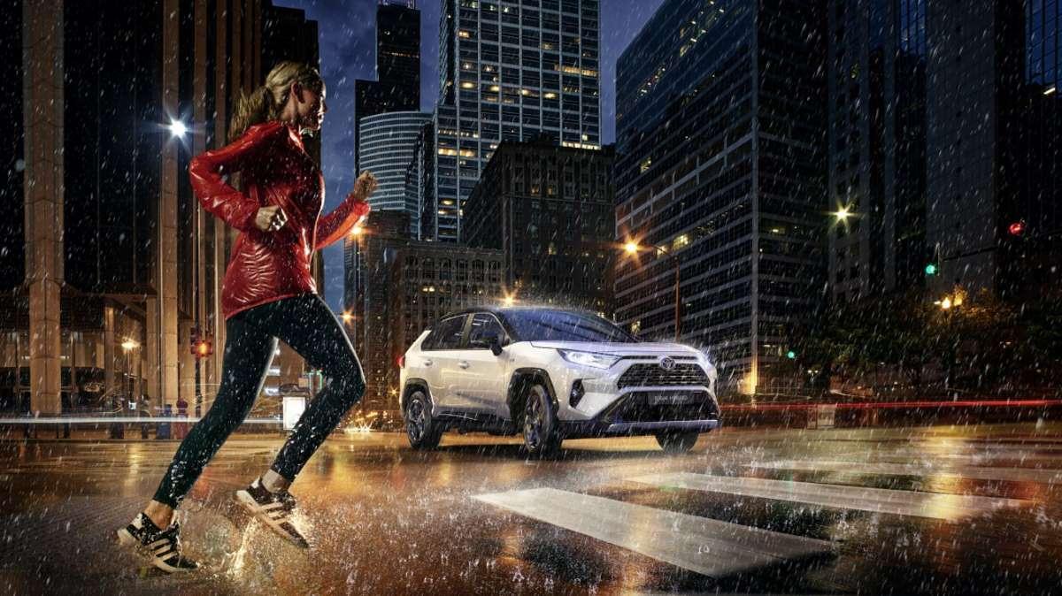 El mundo actual, territorio híbrido: la compra de coche más inteligente