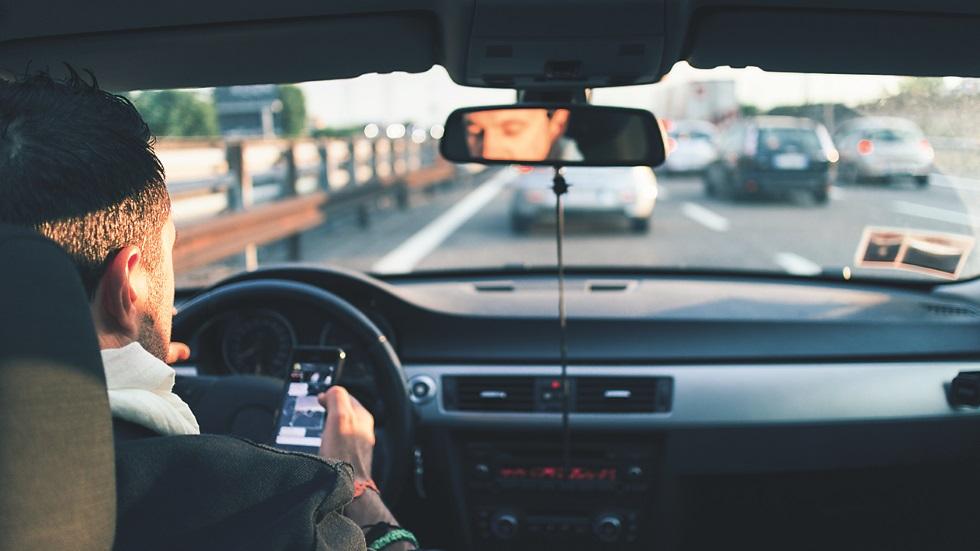El problema social y vial de nuestra adicción al teléfono móvil
