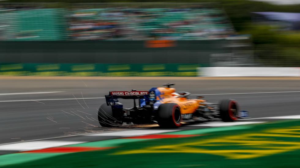 """GP de Gran Bretaña de F1: Sainz reconoce que """"difícil explicar por qué iba cada vez más lento"""""""
