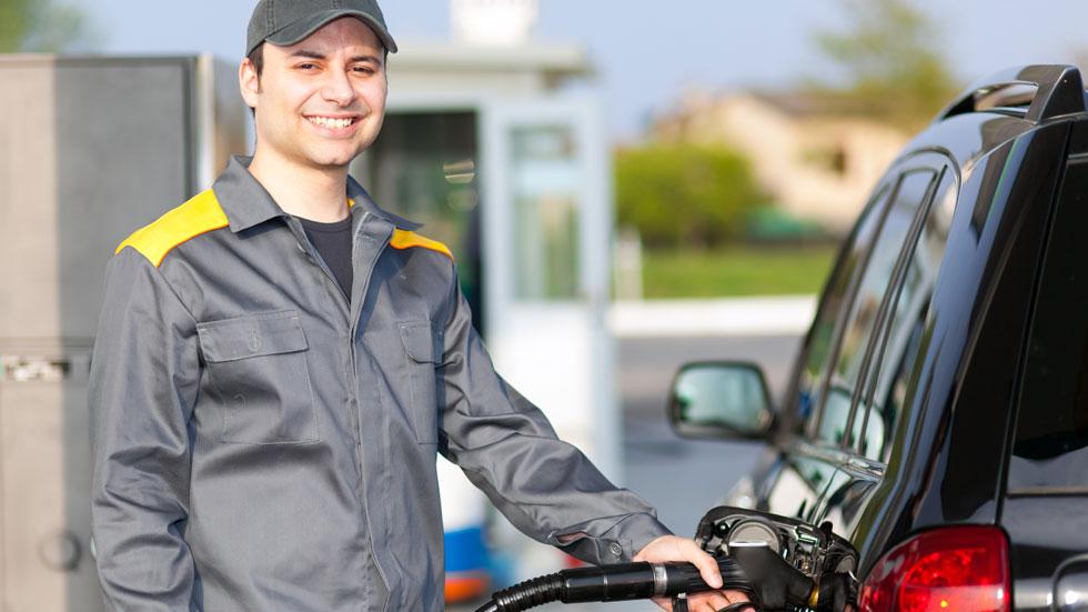 Cuánto ganan y pierden petroleras y eléctricas por cada coche eléctrico que se vende