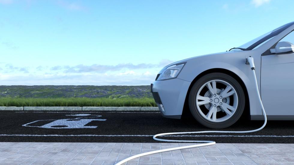 El coche eléctrico y sus primeras sombras: lo que nos costará (y no de precio)