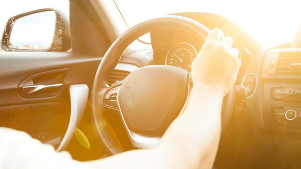 Cómo afecta la temperatura interior de un coche al sol: consejos para rebajarla