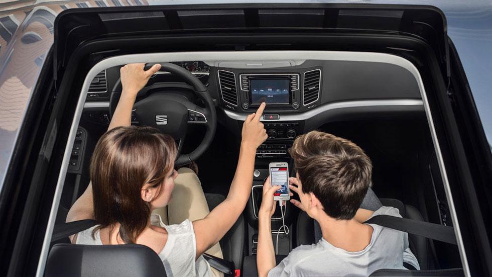 Redes sociales y conducción: estadísticas de un problema cada día mayor