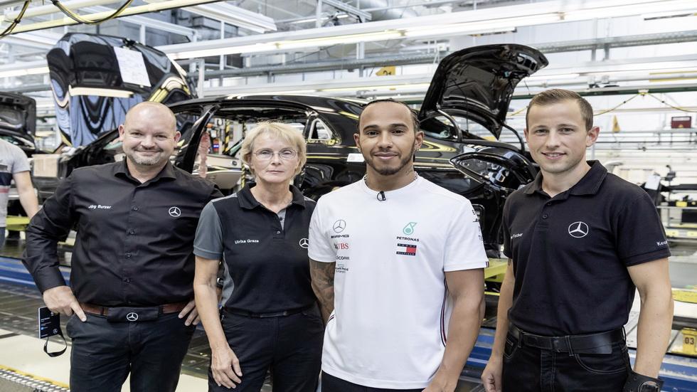 Hamilton y Bottas visitan la fábrica alemana de Mercedes-Benz en Sindelfingen