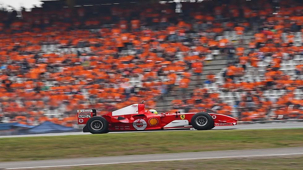 Mick Schumacher rueda con el Ferrari 2004 de su padre Michael