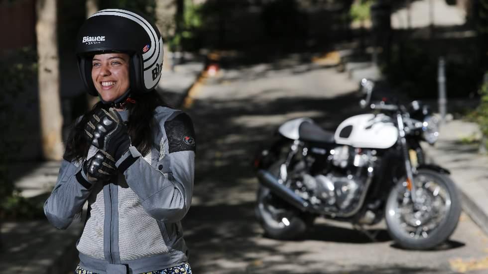 Las novedades que planea la DGT para los motoristas: uso obligatorio de guantes, multas más duras...