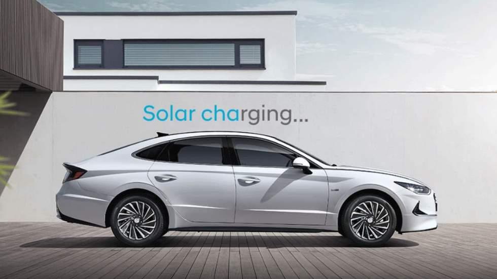 El Hyundai Sonata Hybrid 2020, con techo solar que carga la batería