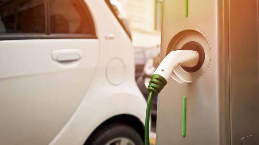 ¿Cuántos millones de coches eléctricos habrá en España en el año 2040?