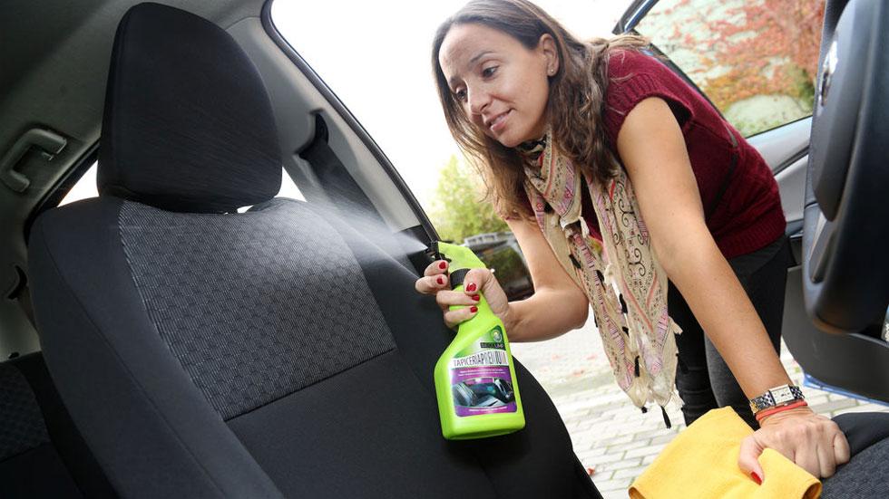 Los mejores trucos caseros para limpiar el interior del coche y dejarlo como nuevo