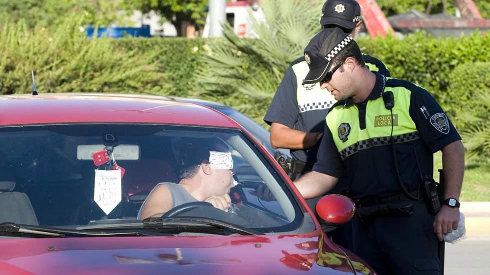 Detenido un joven que se había quedado dormido al volante y cuadruplicaba la tasa de alcohol