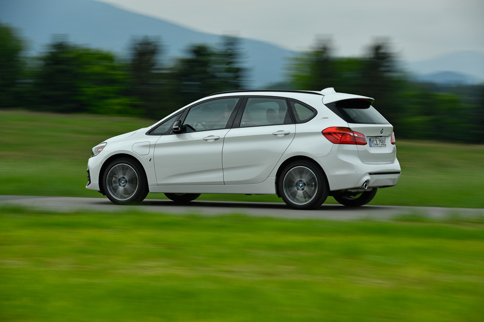 BMW 225 xe Active Tourer: más autonomía eléctrica para el híbrido enchufable