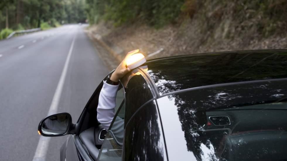 Cómo actuar bien ante una avería o un accidente en carretera: pasos a seguir