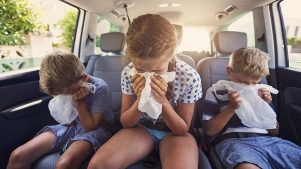 Trucos y consejos para evitar los mareos cuando viajas en coche