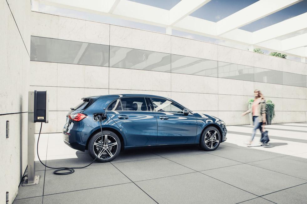 Los Mercedes Clase A y B ya tienen versión híbrida enchufable