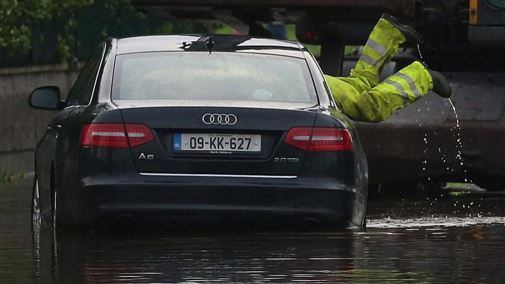 Lluvias torrenciales, tormentas, granizo… ¿cubre el seguro los daños a los coches? ¿Cómo reclamar?