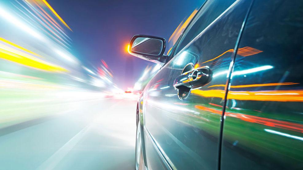 Por qué la aceleración de los coches eléctricos de lujo puede ser muy peligrosa
