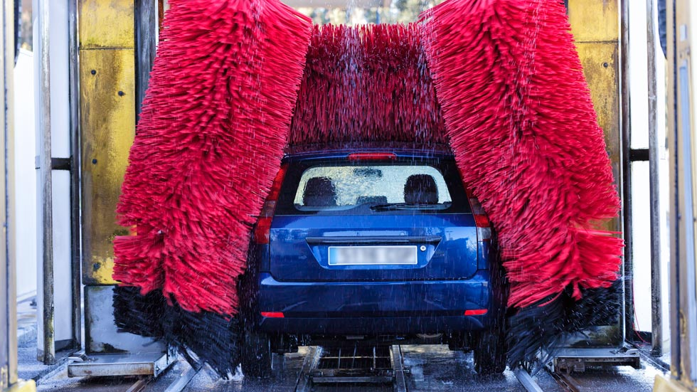Toda la verdad sobre el riesgo de lavar un coche en un lavado automático