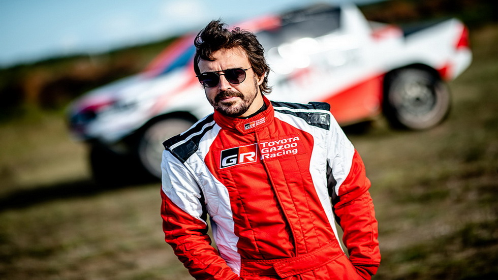 Fernando Alonso prueba el Toyota Hilux en Polonia