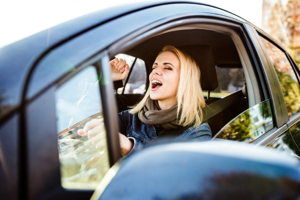 Las 10 canciones más escuchadas en los viajes en coche en España y en Europa