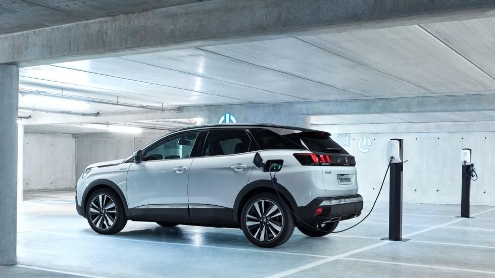 Peugeot 3008 GT Hybrid4: fotos, claves y vídeo del nuevo  SUV que llega en octubre