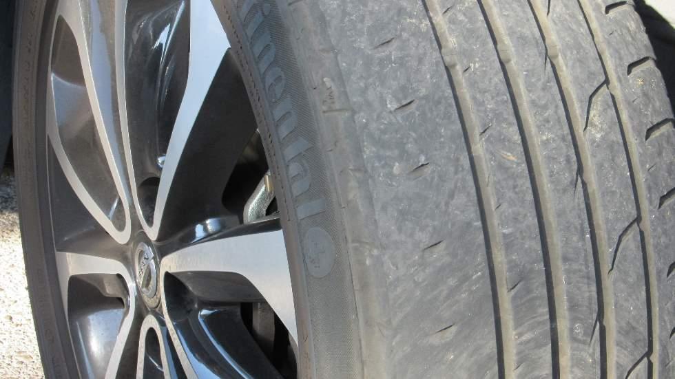 Los errores más habituales que cometemos y que terminan con las ruedas del coche