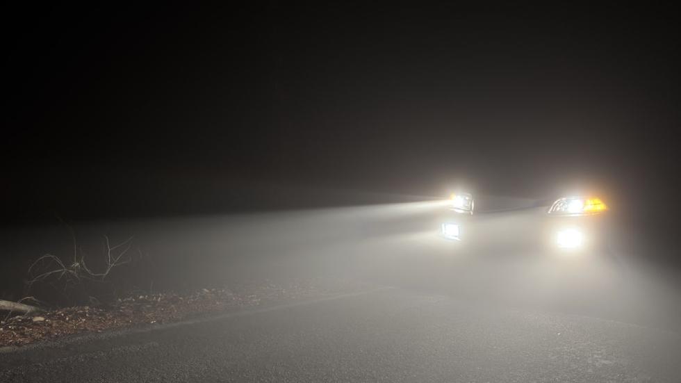 Alertan que si das luces a un coche, te sacará de la carretera: ¿leyenda o realidad?