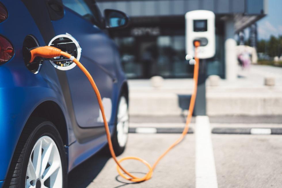 Cuánto cuesta de verdad cargar un coche eléctrico en casa y en electrolinera