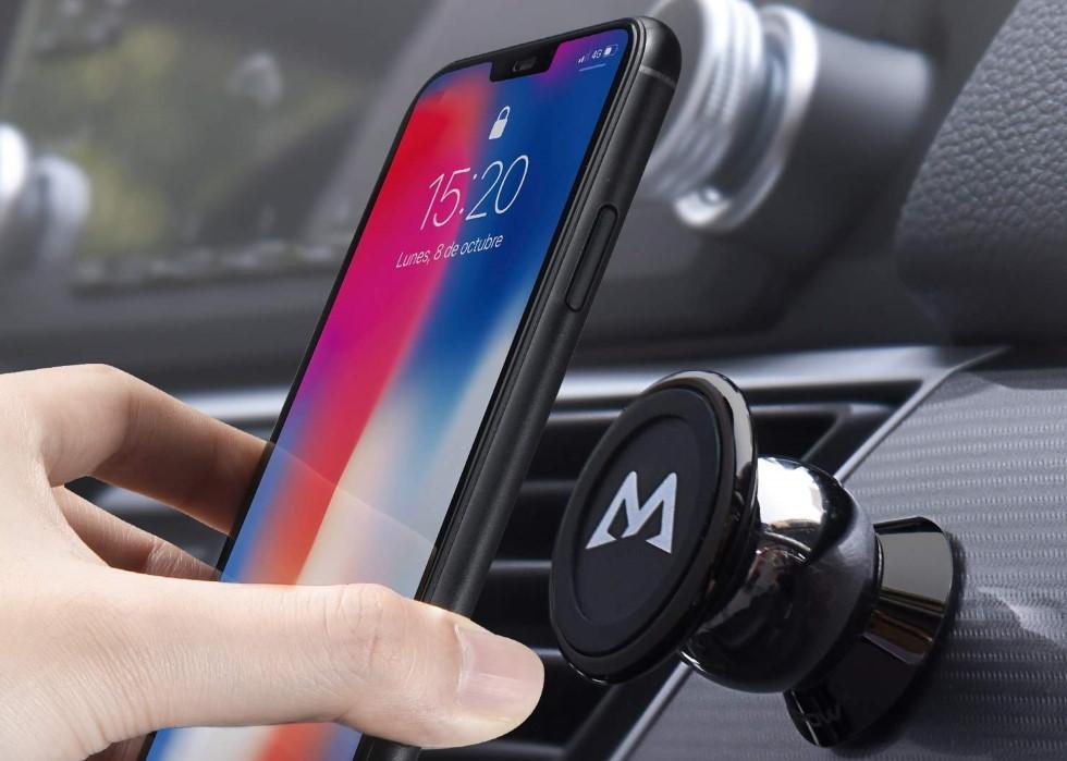 Por qué debes usar un soporte imantado para móvil en el coche y cuáles son los mejores