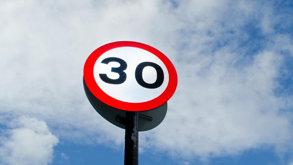 La DGT cambiará otro límite de velocidad y regulará los Vehículos de Movilidad Personal