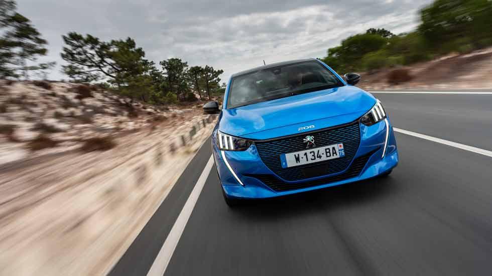 El Peugeot e-208, acapara el 25% de pedidos del 208: así es el eléctrico que causa sensación
