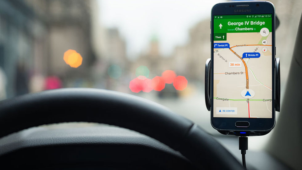 Los radares de la DGT ya no aparecen en Google Maps para iPhone, ¿por qué?