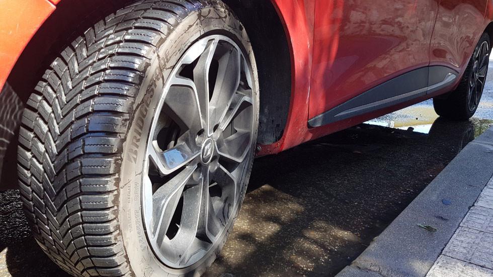 Por qué elegir un neumático todo tiempo es una buena opción