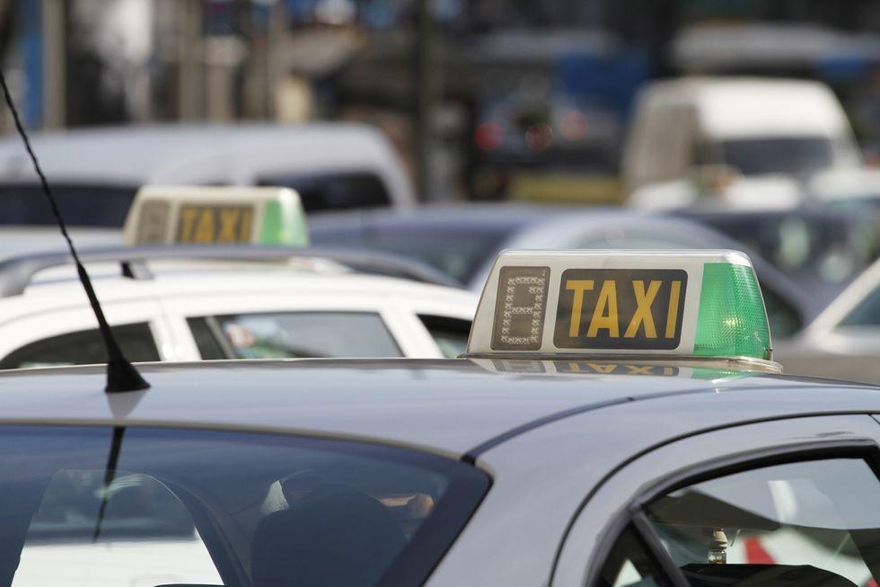 Uber y Cabify empiezan ya a integrar al taxi en sus plataformas