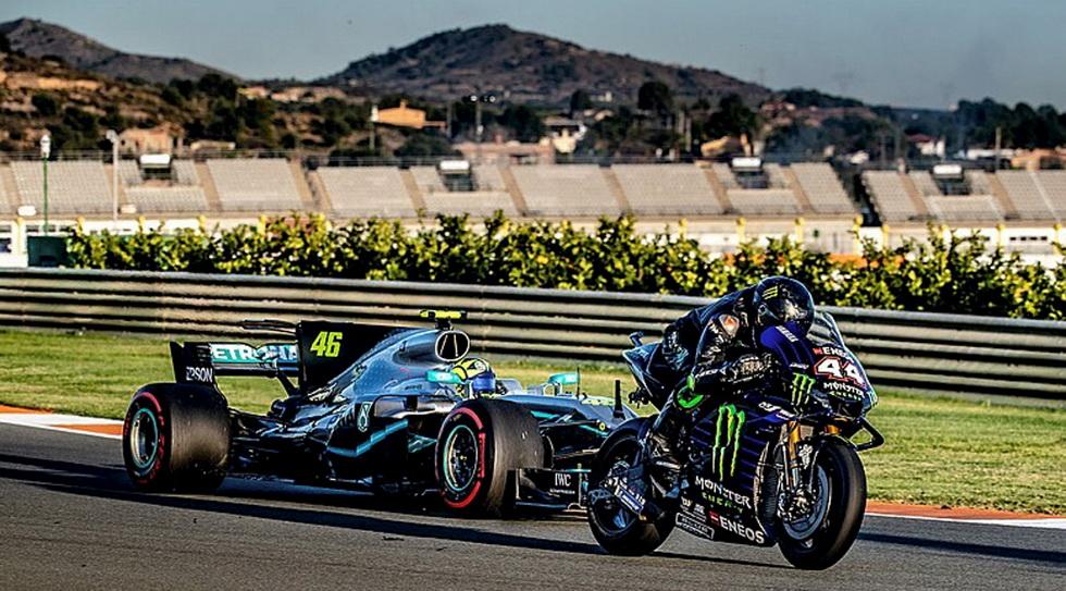 Hamilton en moto GP y Rossi en F1