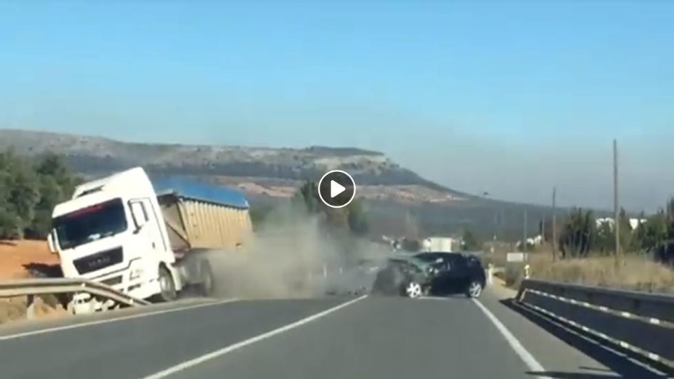 Un conductor drogado invade el carril contrario y provoca este brutal choque