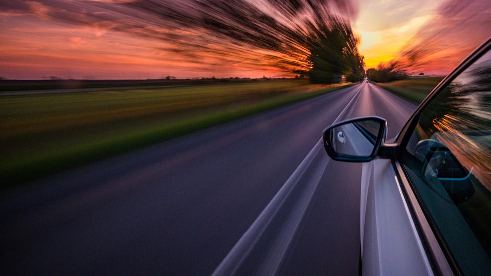 Cómo conducir con fuertes rachas de viento: atento a los consejos de la DGT