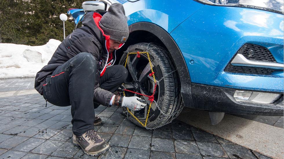 Cómo colocar de forma segura las cadenas del coche: la DGT te lo explica