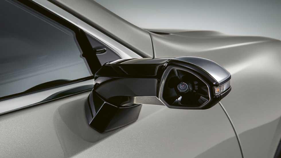 El Lexus ES300h sustituye desde marzo los retrovisores por estas cámaras digitales