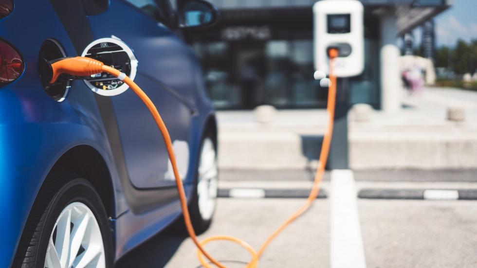 El Gobierno aprobará por decreto una normativa para impulsar las electrolineras