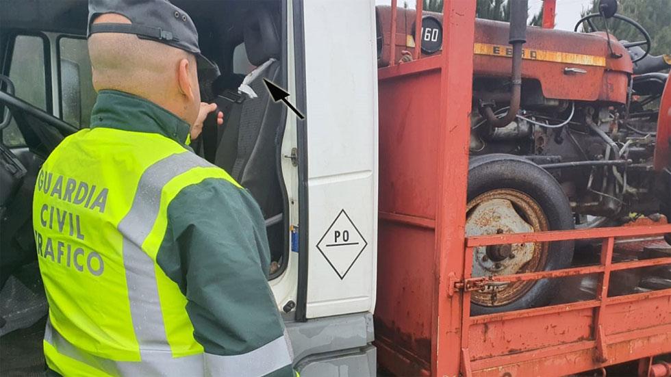 La Guardia Civil detiene a un camionero con el cinturón atado con una bolsa