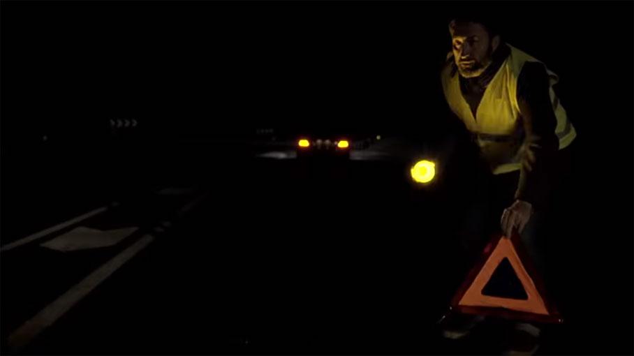 Estas son las luces con las que tendrás que sustituir los triángulos de emergencia… y con aviso a la Guardia Civil incorporado