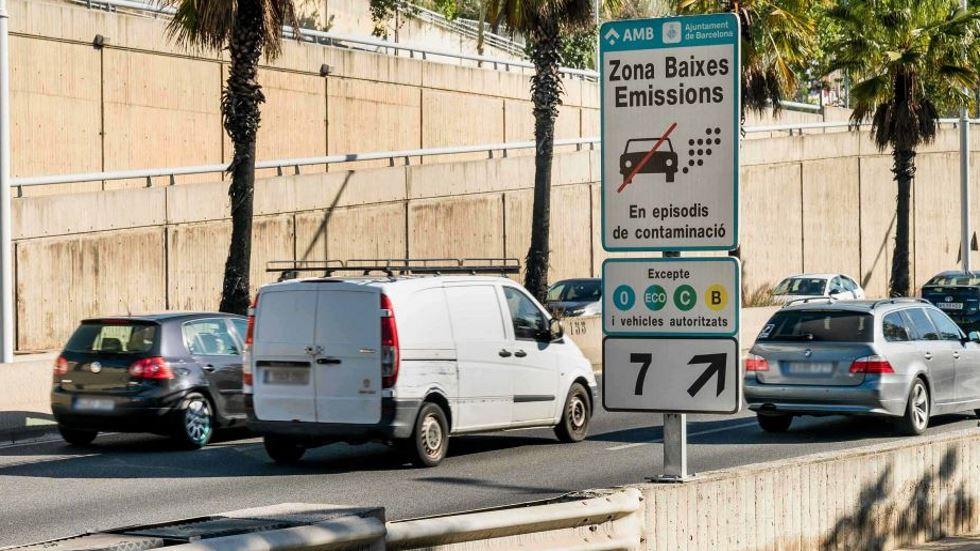 Los coches más contaminantes y sin etiqueta de la DGT, fuera de las ciudades