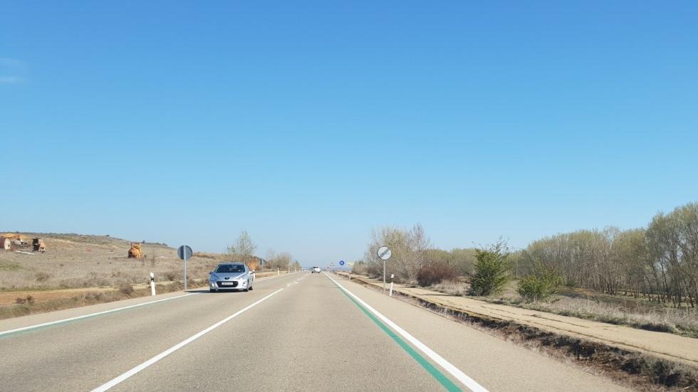 Para qué sirven las líneas verdes en carretera: dónde se ubican y… ¿multa la DGT?