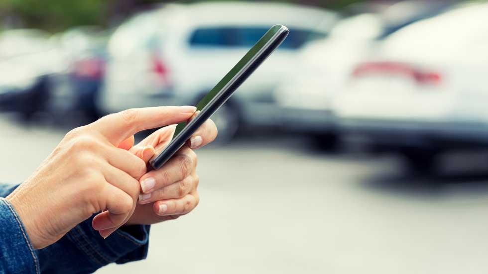 Ya puedes llevar el carné en tu móvil: ahora SÍ puedes descargarte la app de la DGT