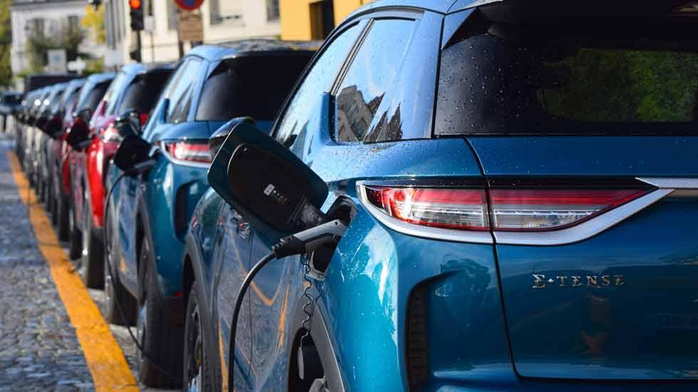 Cargas de coches eléctricos: 10 preguntas y respuestas que te debes hacer
