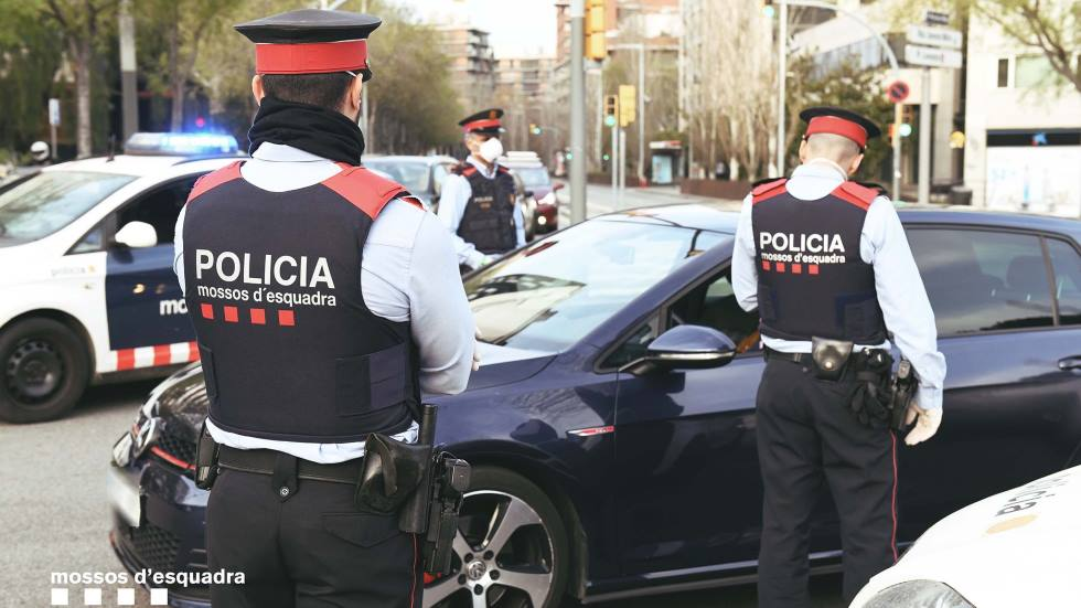 Control policial en Estado de Alarma: hallada una persona escondida en el maletero de un coche